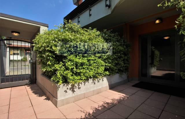 Appartamento in ottime condizioni parzialmente arredato in vendita Rif. 6807105