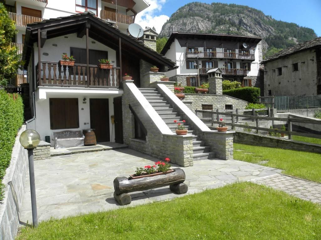 Villa in buone condizioni parzialmente arredato in vendita Rif. 6812987