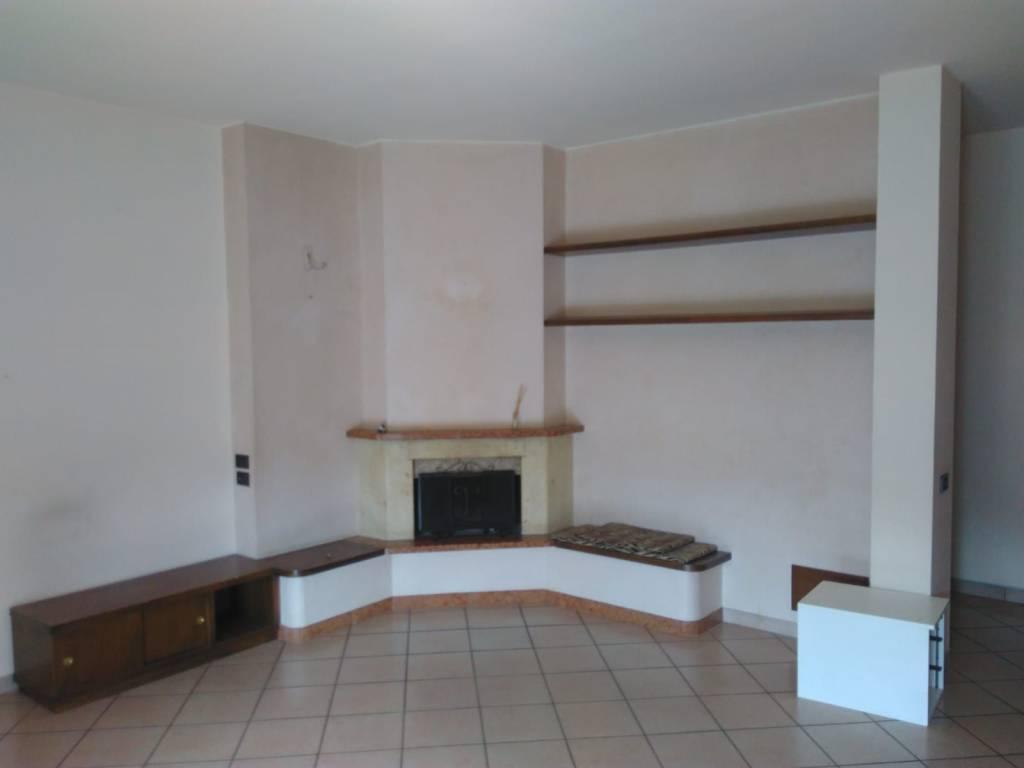 Appartamento in ottime condizioni in vendita Rif. 6810876