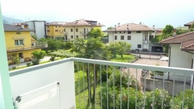 Appartamento in buone condizioni parzialmente arredato in vendita Rif. 6810024