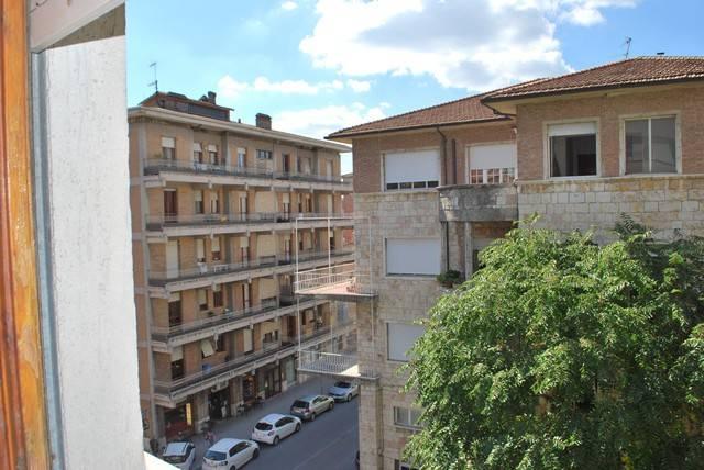 Appartamento in Affitto a Perugia: 5 locali, 130 mq