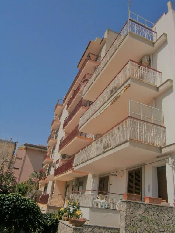 Appartamento in buone condizioni in vendita Rif. 8140371