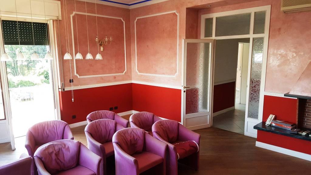 Ufficio / Studio in vendita a Castelletto Sopra Ticino, 4 locali, prezzo € 150.000 | PortaleAgenzieImmobiliari.it