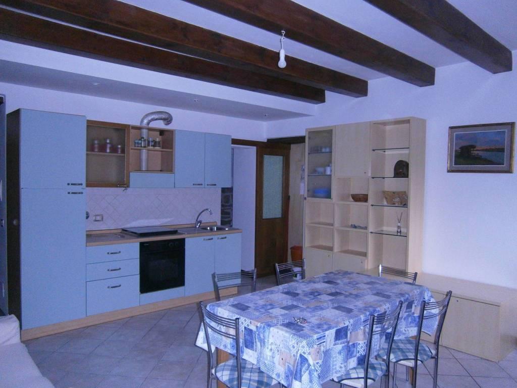 Appartamento in buone condizioni arredato in affitto Rif. 6806513