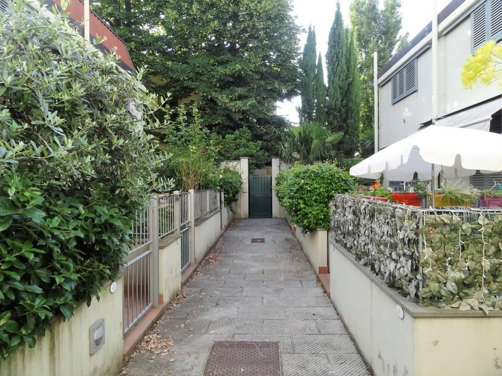 Bilocale con taverna e giardino