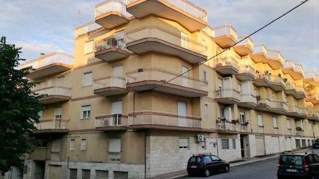 Appartamento in buone condizioni in vendita Rif. 4972508
