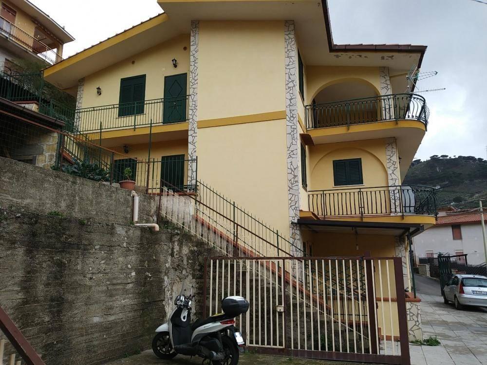 Appartamento in buone condizioni in affitto Rif. 7846734