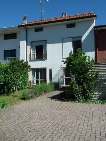 Appartamento in buone condizioni parzialmente arredato in affitto Rif. 6825119