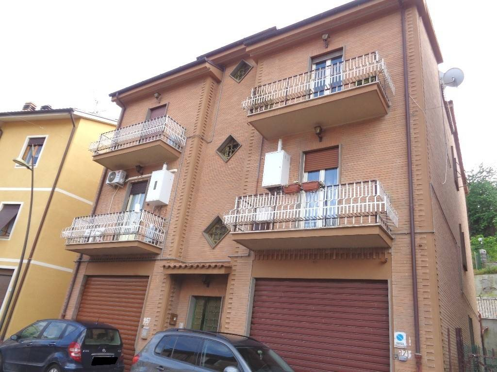 Appartamento in buone condizioni in vendita Rif. 6826659