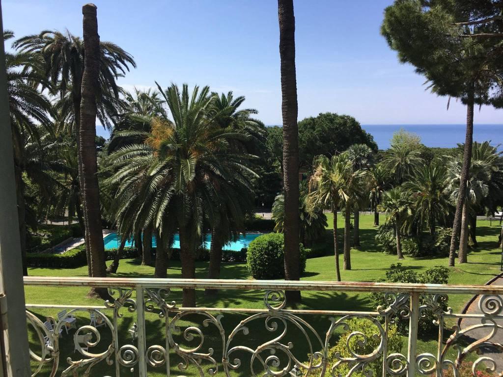 Foto 1 di Trilocale via Capolungo, Genova (zona Quinto-Nervi)