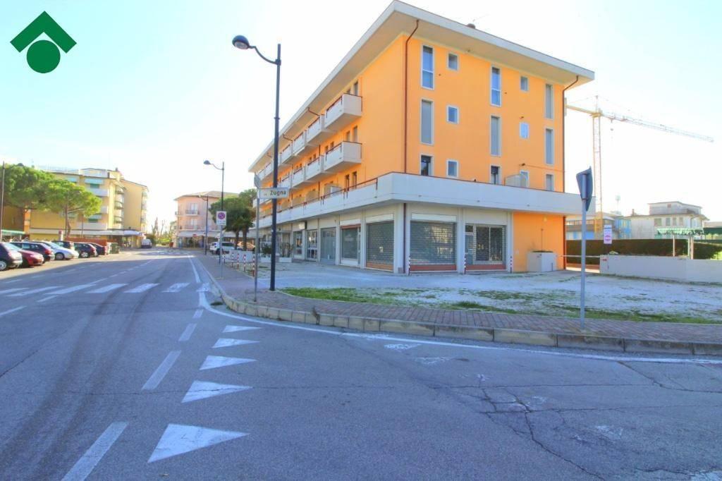 Appartamento in buone condizioni parzialmente arredato in vendita Rif. 9160926