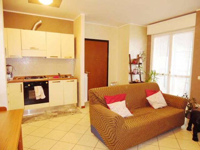 Appartamento in buone condizioni arredato in affitto Rif. 6827625