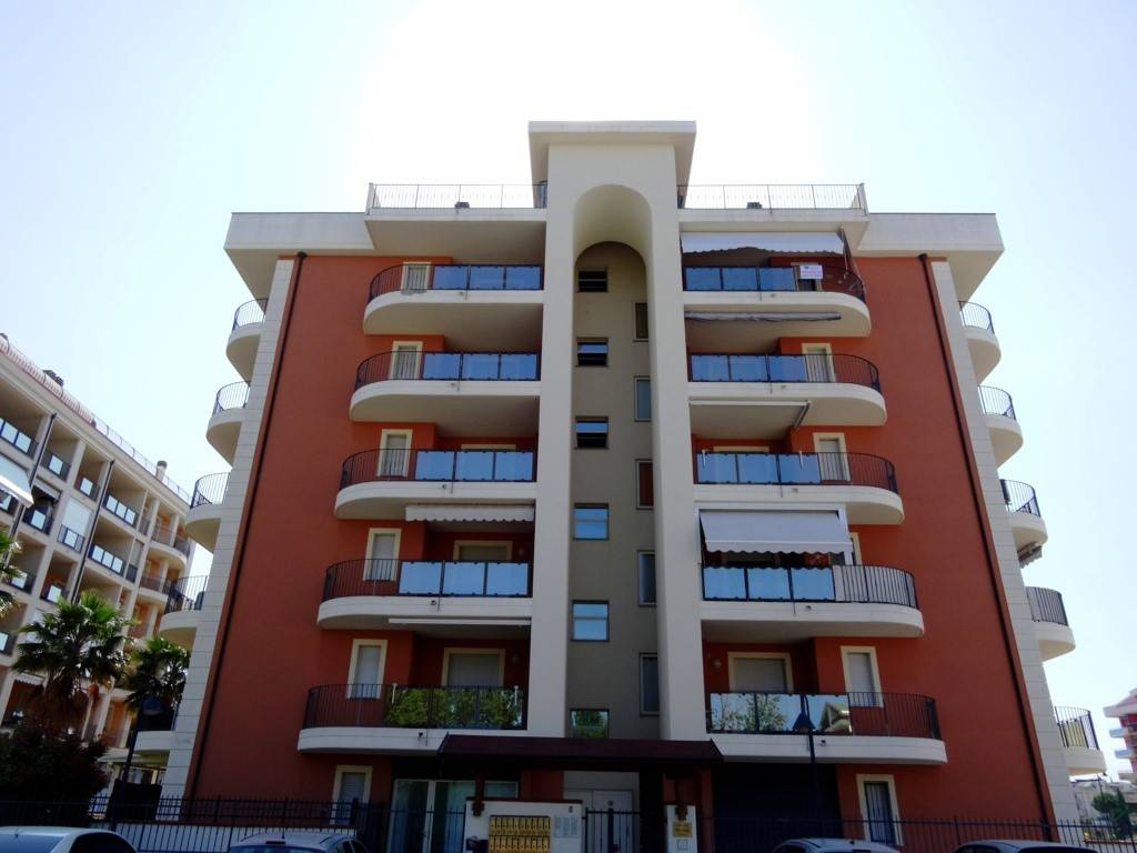 Appartamento in buone condizioni arredato in vendita Rif. 6825374