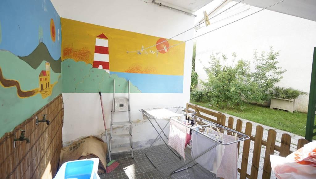 Appartamento in buone condizioni in affitto Rif. 9194149