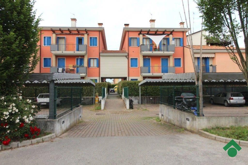 Appartamento parzialmente arredato in vendita Rif. 9226985