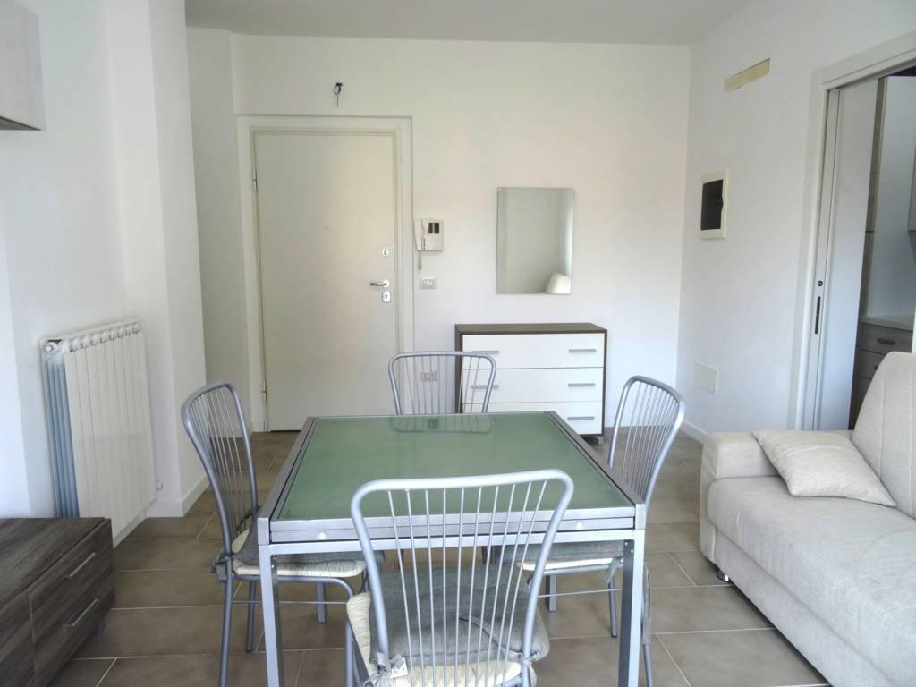Appartamento in buone condizioni arredato in vendita Rif. 6825375