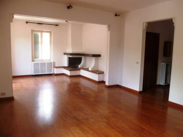 Appartamento in buone condizioni in affitto Rif. 6828036