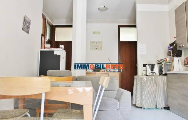 Appartamento in buone condizioni in vendita Rif. 6828439