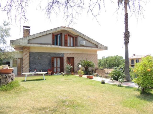 Appartamento in buone condizioni in vendita Rif. 6827439