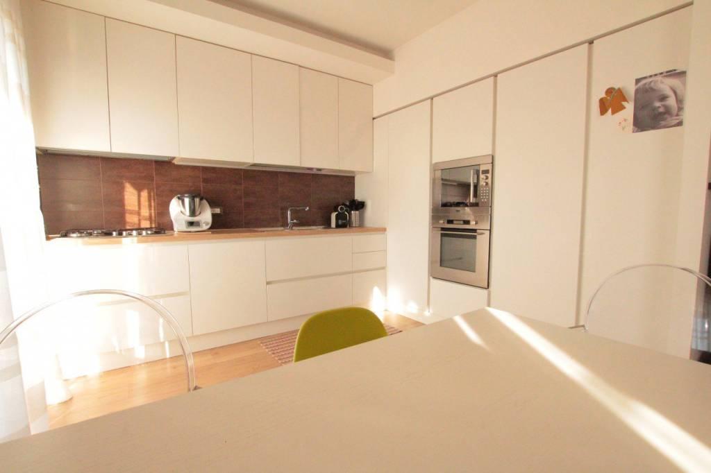 Appartamento in ottime condizioni in vendita Rif. 6839587
