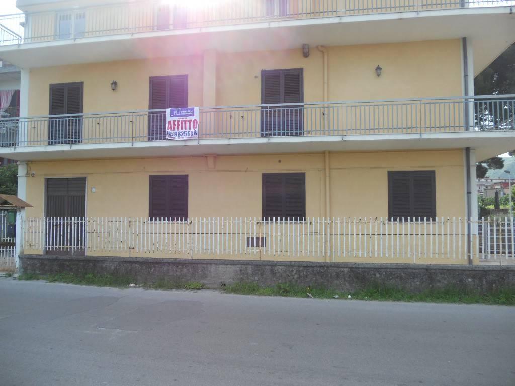 Appartamento in buone condizioni in affitto Rif. 8506263
