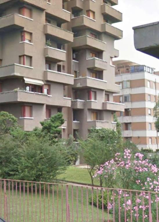 Appartamento in vendita a Garbagnate Milanese, 6 locali, prezzo € 220.000 | CambioCasa.it