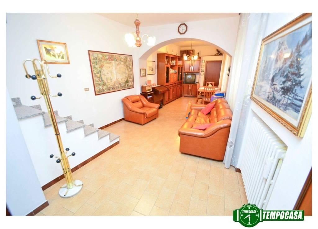 Appartamento in buone condizioni in vendita Rif. 6837196