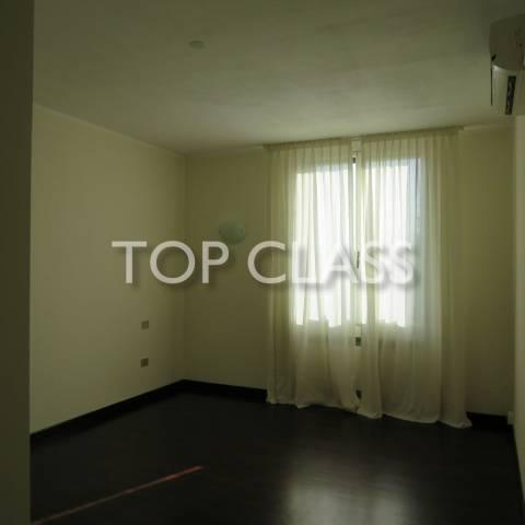 Luminoso e spazioso appartamento piano alto