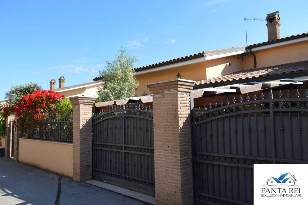 Villetta a schiera in ottime condizioni parzialmente arredato in vendita Rif. 8913728