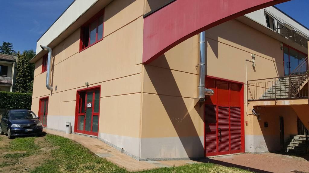 Negozio / Locale in vendita a Borgo Ticino, 4 locali, prezzo € 450.000   CambioCasa.it