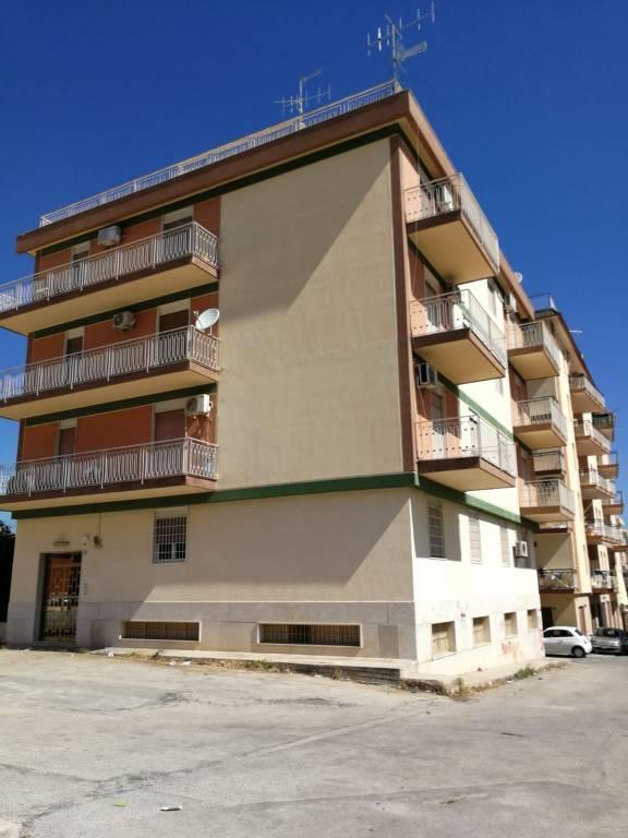 Appartamento in buone condizioni in affitto Rif. 6841497