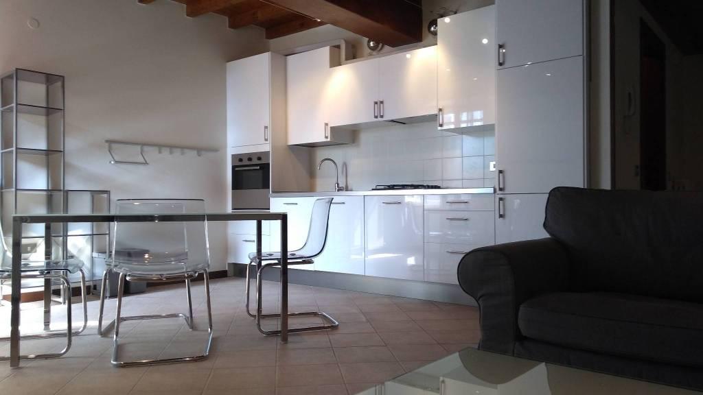 Appartamento in ottime condizioni arredato in affitto Rif. 8112172