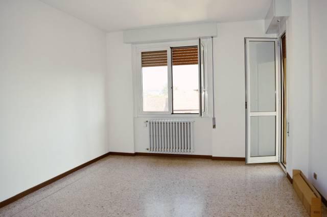 Appartamento in buone condizioni in affitto Rif. 6841839