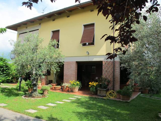 Villa in Vendita a Pistoia Periferia Ovest: 5 locali, 160 mq