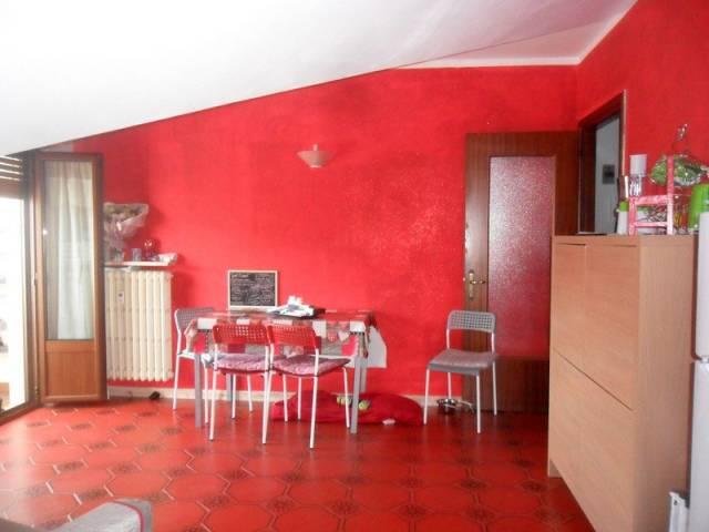 Appartamento in buone condizioni arredato in affitto Rif. 6839976