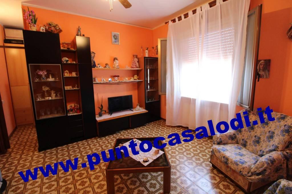 Appartamento in buone condizioni in vendita Rif. 6837064