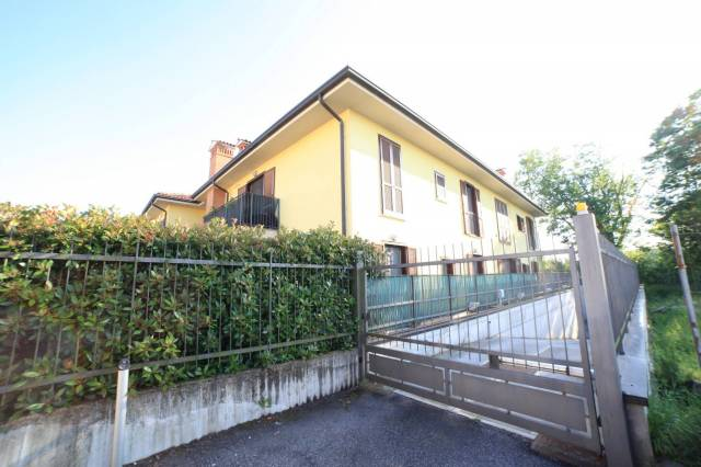 Appartamento in ottime condizioni parzialmente arredato in vendita Rif. 6840261
