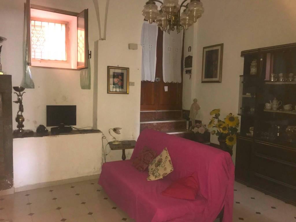 Canino - caratteristico appartamento con soffitti a volte
