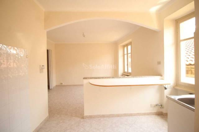 Appartamento in buone condizioni in affitto Rif. 6855314