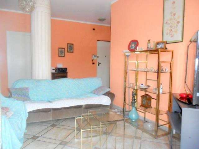 Appartamento in buone condizioni parzialmente arredato in affitto Rif. 6855661