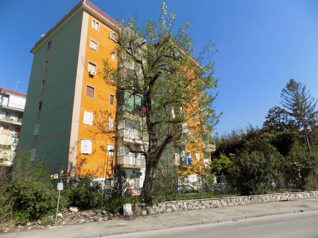 Appartamento in buone condizioni in vendita Rif. 8469133