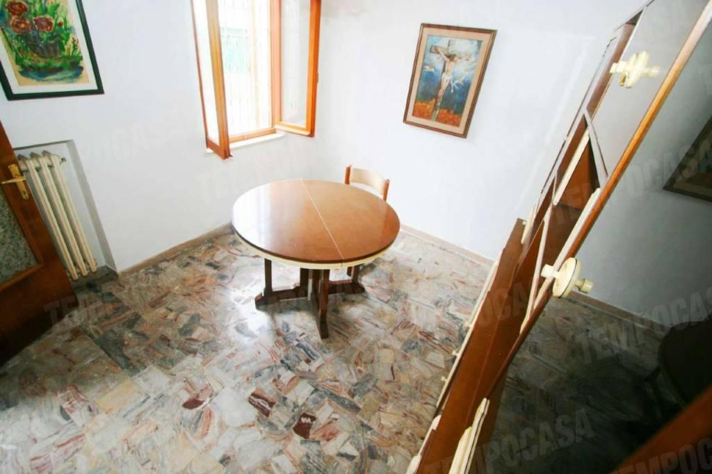 Casa Indipendente da ristrutturare parzialmente arredato in vendita Rif. 8063628