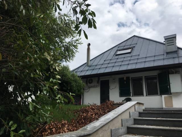 Villa in ottime condizioni parzialmente arredato in vendita Rif. 6852395