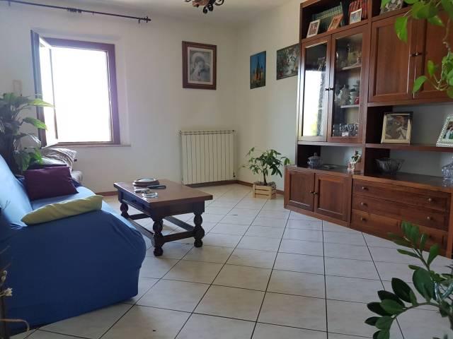 Appartamento in buone condizioni arredato in vendita Rif. 6858085