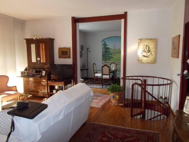 Appartamento in buone condizioni in vendita Rif. 6855666