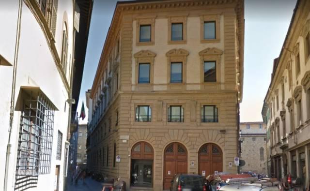 Appartamento in vendita 6 vani 130 mq.  via Faenza Firenze