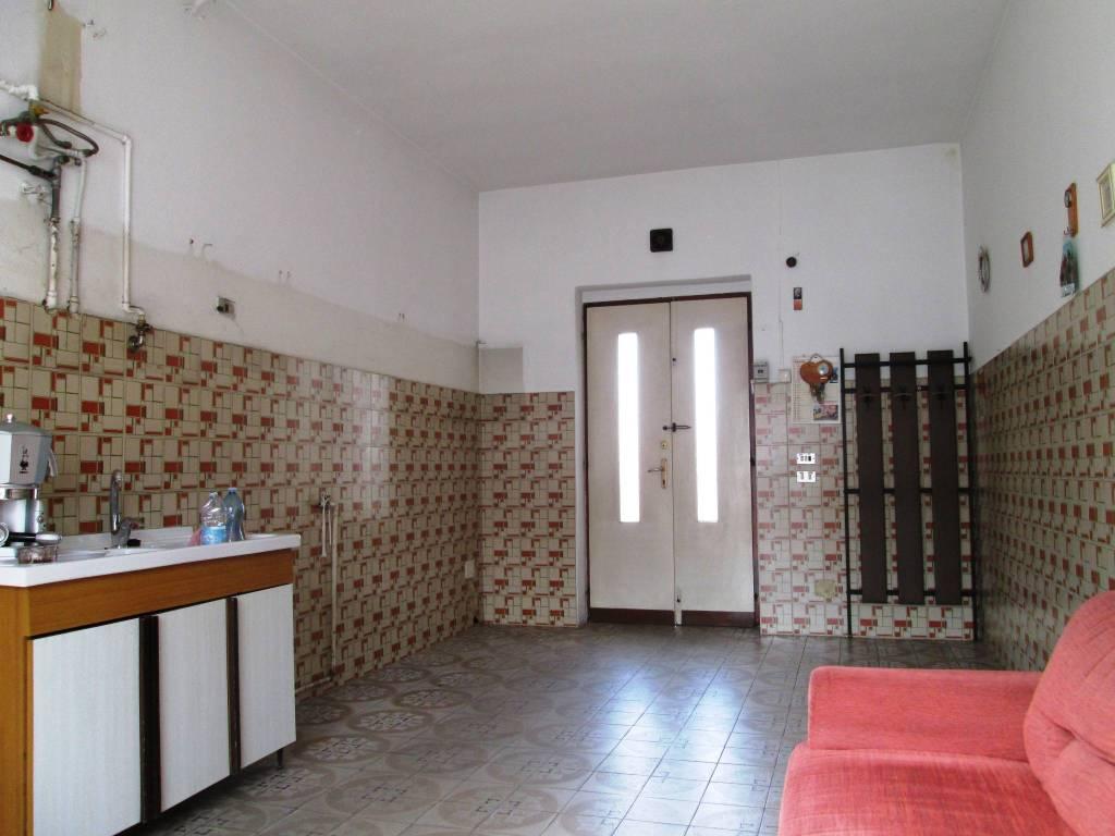 Appartamento in buone condizioni in vendita Rif. 6853649