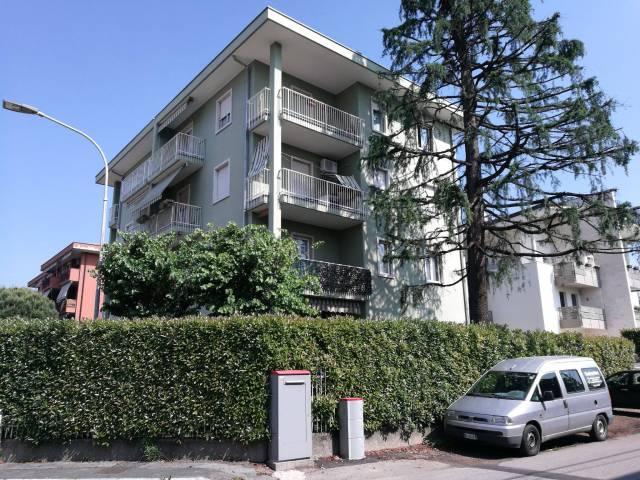Appartamento in ottime condizioni in affitto Rif. 6877918