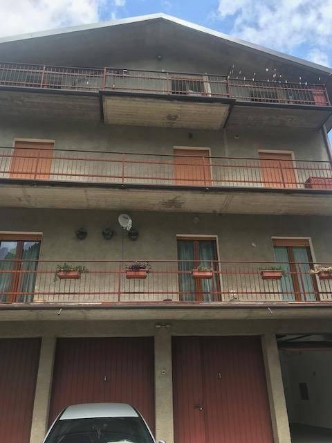 Appartamento in buone condizioni parzialmente arredato in vendita Rif. 6861002