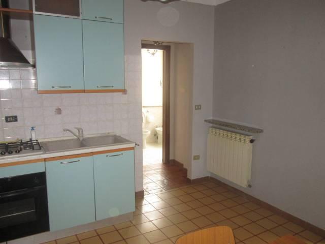 Appartamento in buone condizioni arredato in affitto Rif. 6852664
